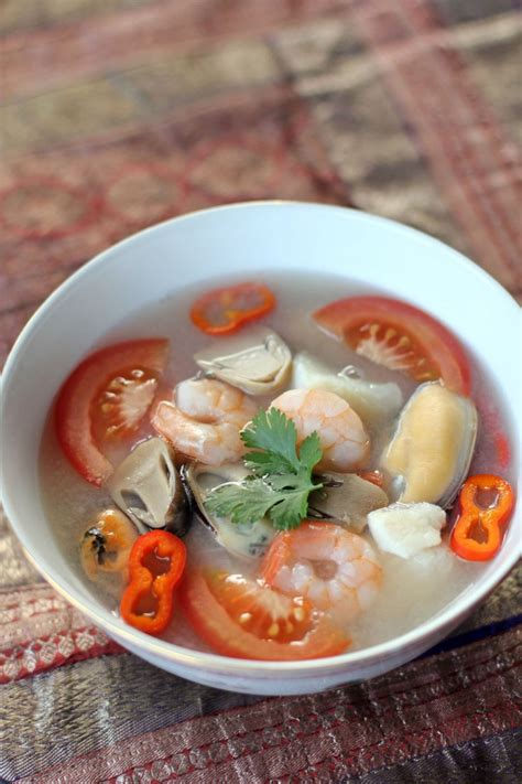thai seafood soup tom yum talay ang sarap