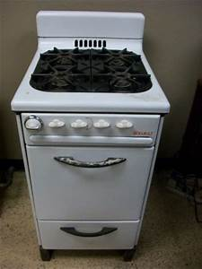195039s classic vintage welbilt apartment sized gas stove for Apartment gas stove