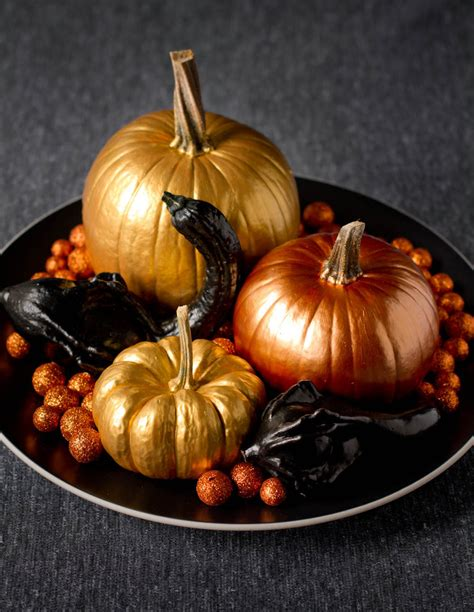 pumpkins decorations 65 awesome pumpkin centerpieces for fall and halloween table digsdigs