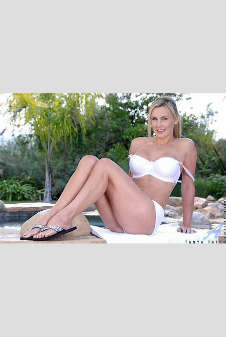 Anilos cougar Tanya Tate takes off her bra and panties outdoors next to the pool - Pichunter