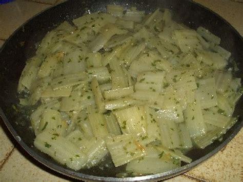 cuisiner blettes les côtes de blettes à la sauce blanche une recette facile