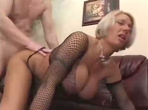 Magnificent Blonde Milf In Wild Sex On The Leather Couch