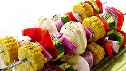 cuisiner des epis de mais brochettes de légumes bbq