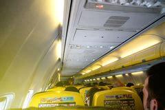 192 l int 233 rieur de de l avion de ryanair photographie 233 ditorial image 19195837