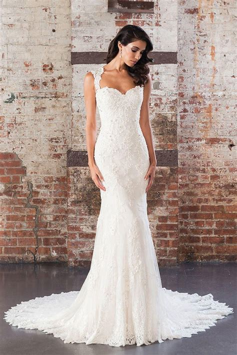 Best 25 Fitted Lace Wedding Dress Ideas On Pinterest