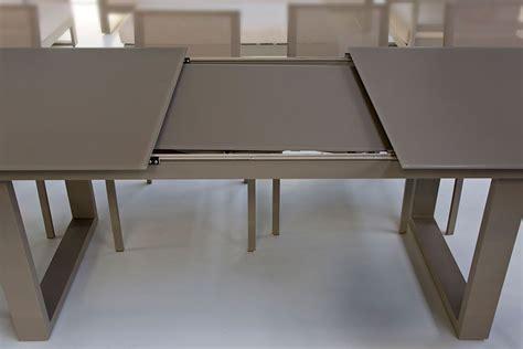 table bois et verre avec rallonge table en verre et aluminium avec rallonge 220 290 cm roma la galerie du teck