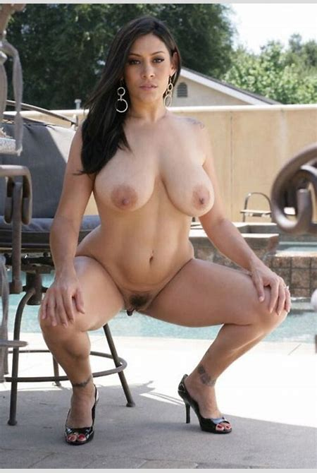 busty latina squats naked | Pics Creep
