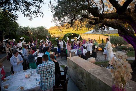 entr 233 e des mari 233 s dans la salle de d 238 ner wedding planner mariage dans l air