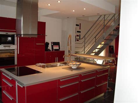 carrelage noir cuisine cette maison est a vendre et la cuisine centrale