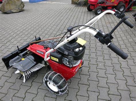 schneeräumer mit motor kehrmaschine mit absaugung kehrmaschine km 70 30 c bp pack adv k rcher stolzenberg tandem kse