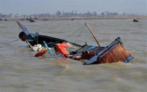 Chavirement D'une Pirogue Fait Des Portés Disparus à