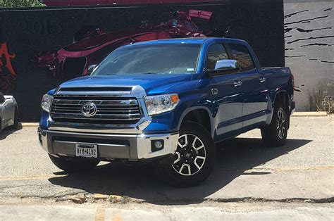 It's also been on sale for an incredibly long time without a full redesign, meaning its makers have had more than enough time to shake out any. Toyota Tundra 1794 Edition 4x4 2017: Primer Manejo - Motor ...