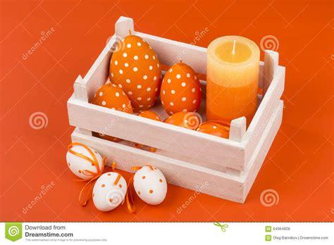 d 233 coration de p 226 ques bougies et oeufs dans la bo 238 te en bois photo stock image 64964608