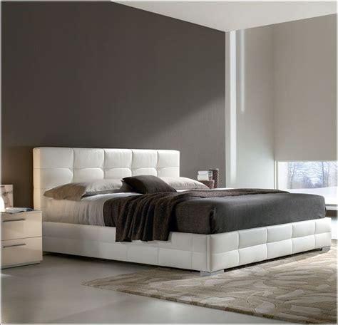 chambres coucher but idée déco chambre a coucher lits rembourrés pour un look