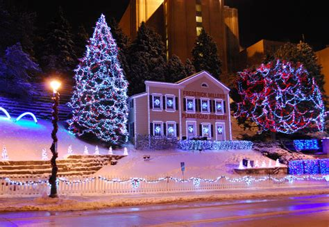 christmas lights at miller brewery milwaukee lightswitch miller brewing company display