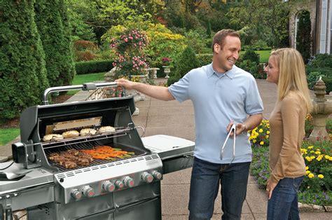 barbecue con coperchio chiuso