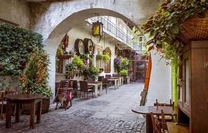 Restauracja w żydowskiej dzielnicy Kazimierz w Krakowie ...