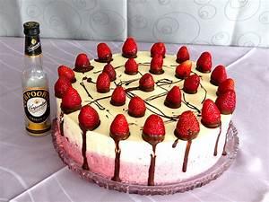 Torte Mit Erdbeeren : eierlik rtorte mit erdbeeren 39 39 verpoorten erdbeer ~ Lizthompson.info Haus und Dekorationen