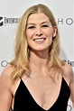 Rosamund Pike - HOSTILES Screening in New York • CelebMafia