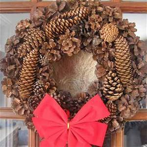 10 Cozy Pinecone Wreaths To Decorate Your Home Shelterness