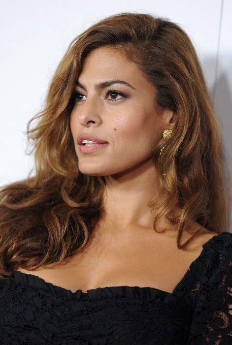 eva mendes glamorous long side part hairstyle  long