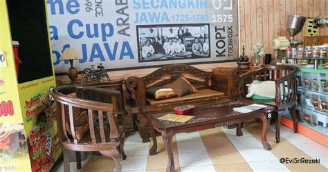 dekorasi kedai kopi mang japra cari makan aja