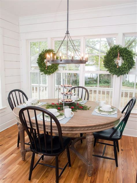 Fixer Upper: Renovation and Holiday Decor at Magnolia