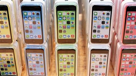 iphone 5c walmart no contract no contract apple iphones headed to walmart stores