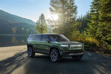 Electric Vehicle Suv by Rivian S R1s Suv Looks Like An All Electric Land Rover