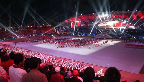 fileindonesian athletes marching sea games  opening
