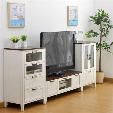 Simple Combinations Of Wild Oak Wood Cabinets Living Room