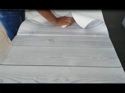 como forrar  decorar una superficie  vinilo adhesivo