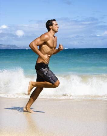 pixwords das bild mit strand wasser meer mann laufen