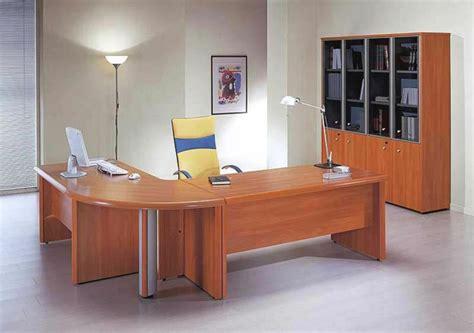 le bureau moderne le bureau en bois massif est une classique qui ne se