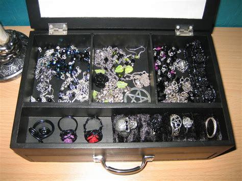 gothic jewelry box     box art