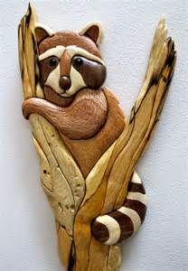 intarsia raccoon in tree