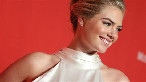 tom petty swimsuit kate upton auf dem cover der sports illustrated swimsuit