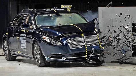 Lincoln Continental (2017) Crash Test - YouTube