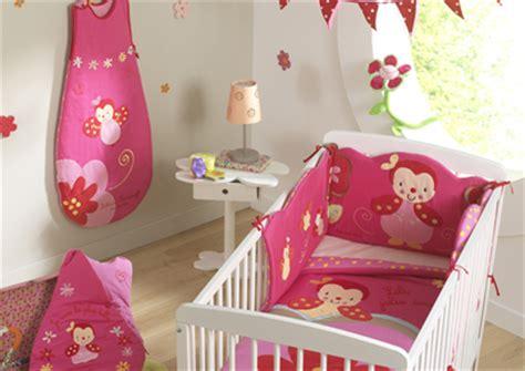 décoration chambre bebe fushia