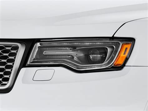 2017 jeep grand cherokee light image 2017 jeep grand cherokee summit 4x4 headlight size