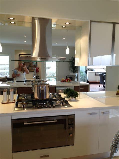 Mirrored Backsplash In Kitchen by Mirrored Splashback Hob Layout Rangehood And Cabinets