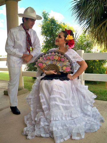 Veracruz pareja (With images) Mexican dresses