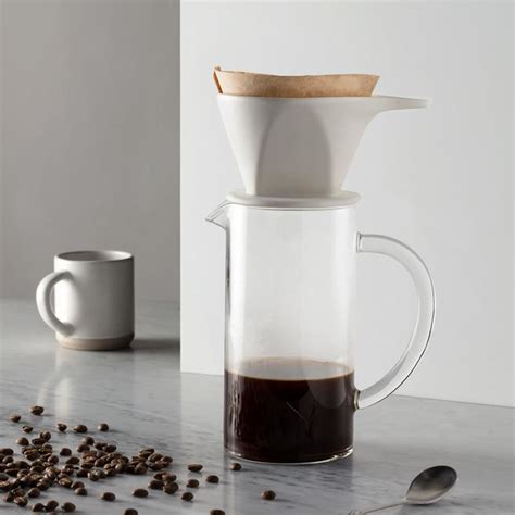 It looks so elegant and pretty and is really well made. 17 Contemporary Coffee Maker Designs That You'll Want To Show Off
