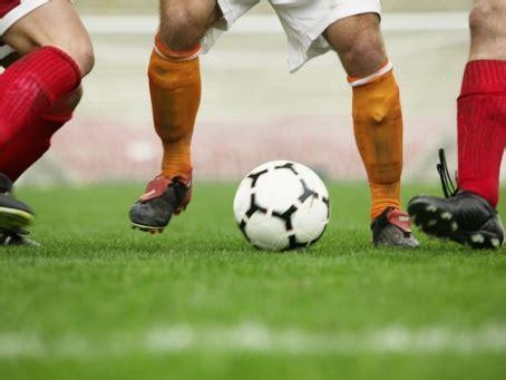 Sepak bola tak cuma urusan bertanding, mencetak gol dan menang. Cara Melatih Kerja Sama Dalam Sepak Bola - ujiansma.com