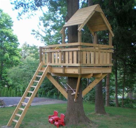 Baumhaus Für Kinder Selber Bauen by Baumhaus Aus Holz Im Hinterhof Selber Machen Spielhaus