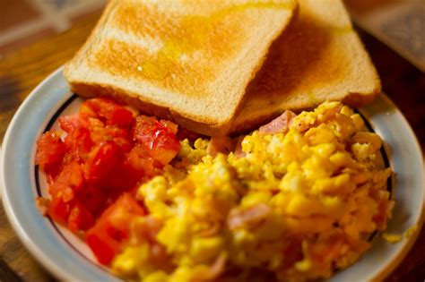how to make breakfast how to make an egg tomato and toast breakfast 10 steps