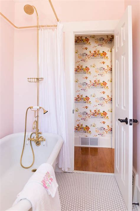 Light Pink Bathroom by 17 Best Ideas About Pink Bathrooms On Pink And