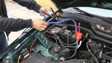 How To Properly Jump Start A Car With Jumper Cables.