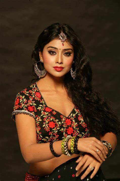Shriya Saran Latest Hot and Sexy Navel Show Photo Shoot