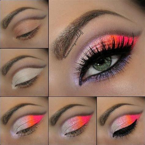 Pour un maquillage des yeux plus sophistiqué. On pense à utiliser une ombre à paupières prune foncée ou une couleur aubergine.